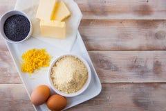 Ingredientes de la hornada para una torta del limón imagenes de archivo