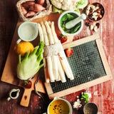 Ingredientes de la receta para una comida vegetariana sana Imágenes de archivo libres de regalías