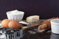 Ingredientes de la torta que cuecen al horno Imagen de archivo libre de regalías