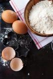 Ingredientes de la torta que cuecen al horno Fotos de archivo