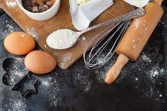 Ingredientes de la torta que cuecen al horno Fotos de archivo libres de regalías