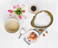 Ingredientes de Macaron desde arriba Fotos de archivo libres de regalías