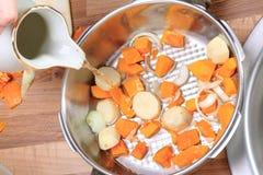 Ingredientes de una sopa de la calabaza Imágenes de archivo libres de regalías
