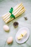 Ingredientes del plato del espárrago Foto de archivo libre de regalías