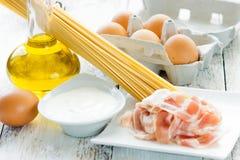 Ingredientes do carbonara dos espaguetes Imagens de Stock Royalty Free