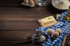 Ingredientes do cozimento, espaço livre - fundo do alimento Imagem de Stock