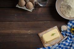 Ingredientes do cozimento, espaço livre - fundo do alimento Imagens de Stock