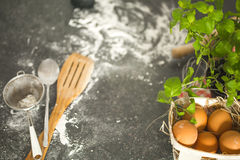 Ingredientes do cozimento na mesa de cozinha Vista superior Fotografia de Stock