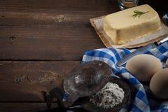 Ingredientes do cozimento, vista superior - fundo do alimento Imagens de Stock Royalty Free
