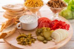 Ingredientes do giroscópio do pão árabe imagem de stock royalty free