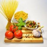 Ingredientes do souce da massa, cozimento rústico italiano Imagens de Stock Royalty Free
