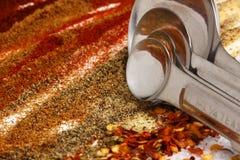 Ingredientes do Taco com colheres de medição Fotografia de Stock Royalty Free