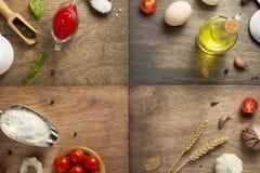 Ingredientes e especiarias de alimento na tabela de madeira fotografia de stock royalty free