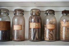 Ingredientes en botella fotos de archivo libres de regalías