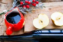 Ingredientes ferventados com especiarias da receita do vinho fotos de stock royalty free