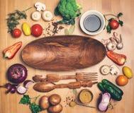 Ingredientes frescos dos brócolis e dos vegetais para o vegetariano saboroso c Foto de Stock Royalty Free