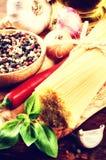 Ingredientes frescos para las pastas italianas Imágenes de archivo libres de regalías