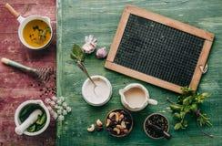 Ingredientes frescos para um molho da salada Imagem de Stock
