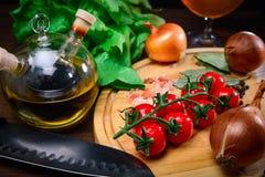 Ingredientes frescos para una ensalada, comida sana Foto de archivo