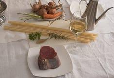 Ingredientes Genoese del Ziti (pastas largas del trigo de trigo duro) Imágenes de archivo libres de regalías
