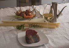 Ingredientes Genoese del Ziti (pastas largas del trigo de trigo duro) Foto de archivo libre de regalías