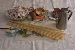 Ingredientes Genoese del Ziti (pastas largas del trigo de trigo duro) Fotos de archivo libres de regalías