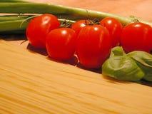 Ingredientes italianos de la cena Fotos de archivo libres de regalías