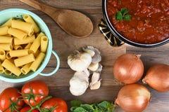 Ingredientes italianos de la comida Imagenes de archivo