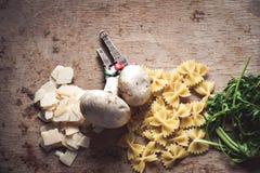 Ingredientes italianos de las pastas Fotografía de archivo libre de regalías