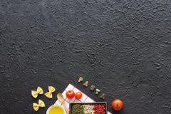 Ingredientes italianos de las pastas Copie el espacio Foto de archivo libre de regalías