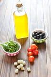 Ingredientes mediterrâneos da salada Fotos de Stock Royalty Free