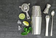 Ingredientes Mojito, caipirinha del aperitivo de la coctelera de cóctel Fotografía de archivo libre de regalías