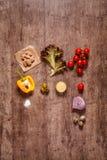 Ingredientes na mesa de madeira Imagens de Stock