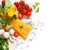 Ingredientes para cocinar las pastas italianas Fotografía de archivo