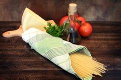 Cocinar las pastas italianas Fotos de archivo libres de regalías