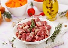 Ingredientes para cozinhar corações da galinha com abóbora e tomates no molho de tomate Foto de Stock Royalty Free