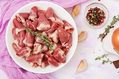 Ingredientes para cozinhar corações da galinha com abóbora e tomates no molho de tomate Imagens de Stock Royalty Free