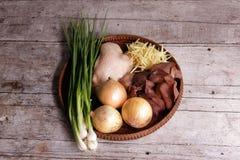 Ingredientes para cozinhar a galinha com gengibre Fotos de Stock Royalty Free
