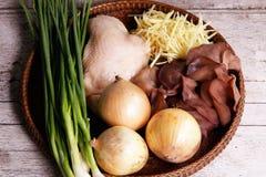 Ingredientes para cozinhar a galinha com gengibre Foto de Stock Royalty Free