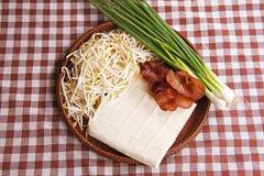 Ingredientes para cozinhar o broto de feijão, tofu fritado mexendo Imagem de Stock Royalty Free