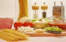 Ingredientes para cozinhar o espaguete Imagens de Stock