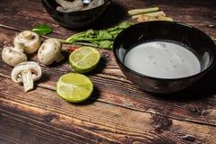 Ingredientes para cozinhar a sopa tailandesa Tom Yum foto de stock royalty free