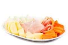 Ingredientes para doblar las patatas chinas de la ebullición, zanahorias, sopa de los tomates Imagen de archivo