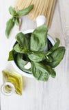 Ingredientes para el alla del Pesto Genovese Fotografía de archivo