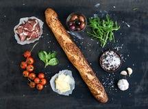 Ingredientes para el bocadillo con la carne ahumada Fotos de archivo
