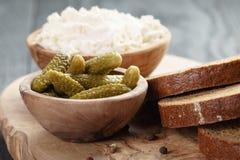 Ingredientes para el bocadillo con queso crean y Fotografía de archivo