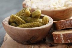 Ingredientes para el bocadillo con queso crean y Imagenes de archivo