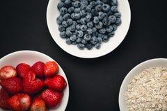 Ingredientes para el desayuno orgánico Imágenes de archivo libres de regalías