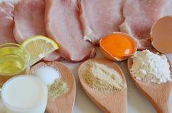 Ingredientes para el escalope del cerdo Imagen de archivo libre de regalías