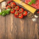 Ingredientes para el espagueti boloñés Fotografía de archivo libre de regalías